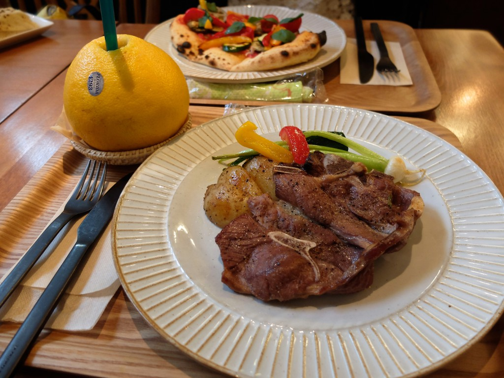 Sekai-Cafe-lamb-steak-grilled-vegetable-pizza-halal-food-tokyo-asakusa