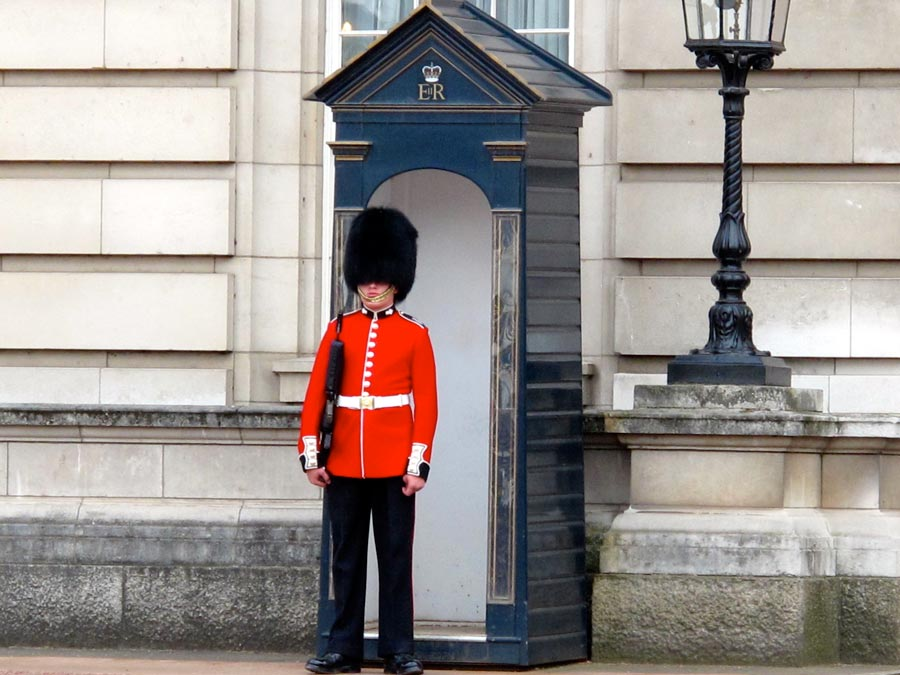 changing-of-the-guard-london-buckingham-palace