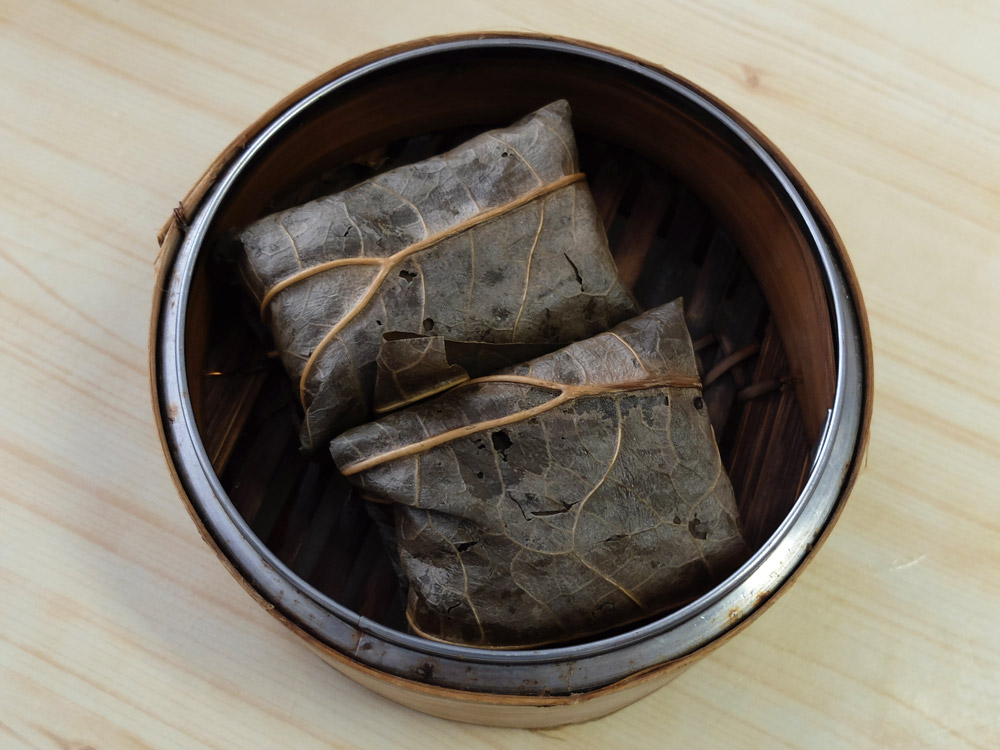 steamed-glutinous-rice-with-chicken-in-lotus-leaf