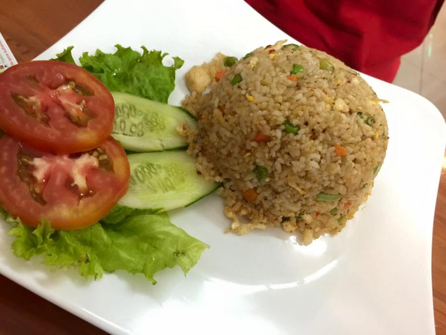 21 - Simple yet well-presented fried rice for lunch The Daun