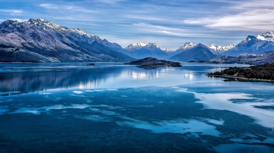 Lake Wakatipu painted in all shades of blue.