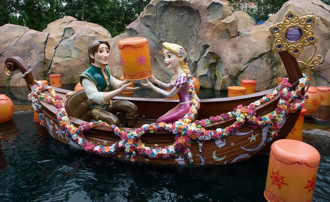 Walt Disney Archives Collection  - Enesco (depuis 2016) - Page 13 Shanghai-disneyland-voyage-to-the-crystal-grotto