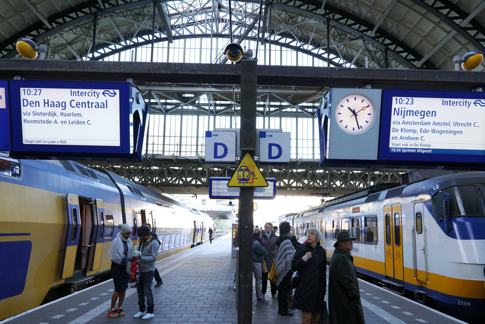 amsterdam-central-station-train-track