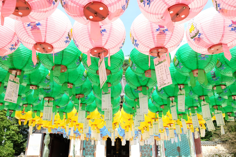 gyeongju-temple-lanterns