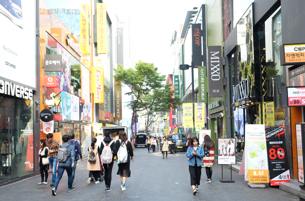 myeongdong-shopping-in-the-day