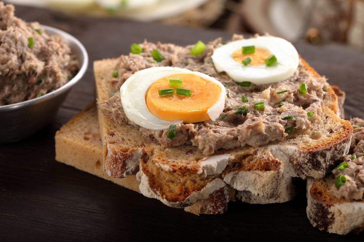8 meals you can eat on the go for sahur on your balik for Tuna and egg sandwich