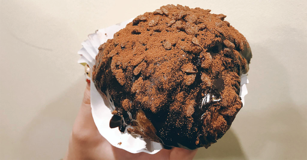 """Here's 4 Halal Bakeries Where You Can Find """"Dirty"""" Chocolate Bread, Malaysia's Latest Craze"""